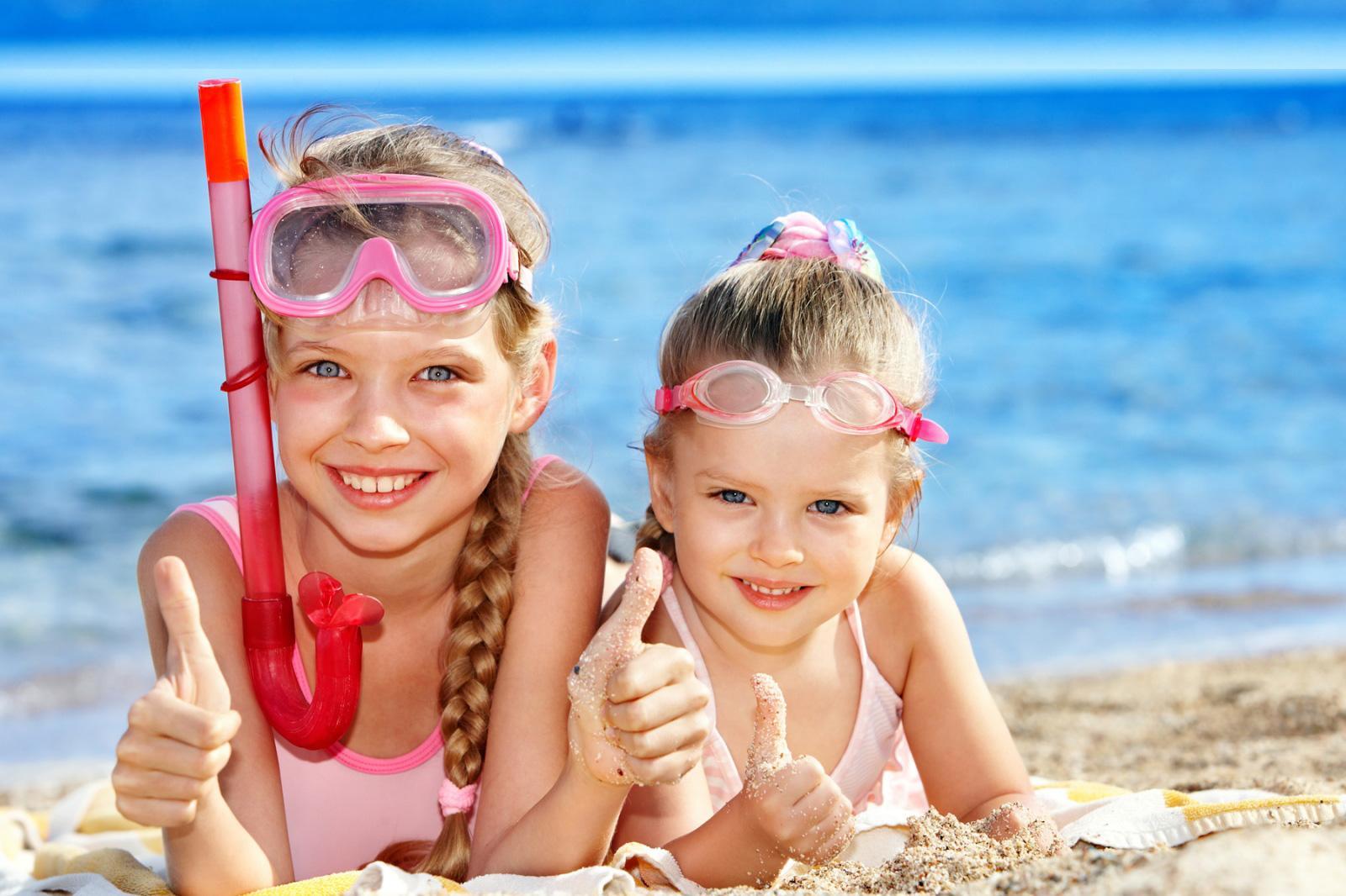 фотография с двумя девочками