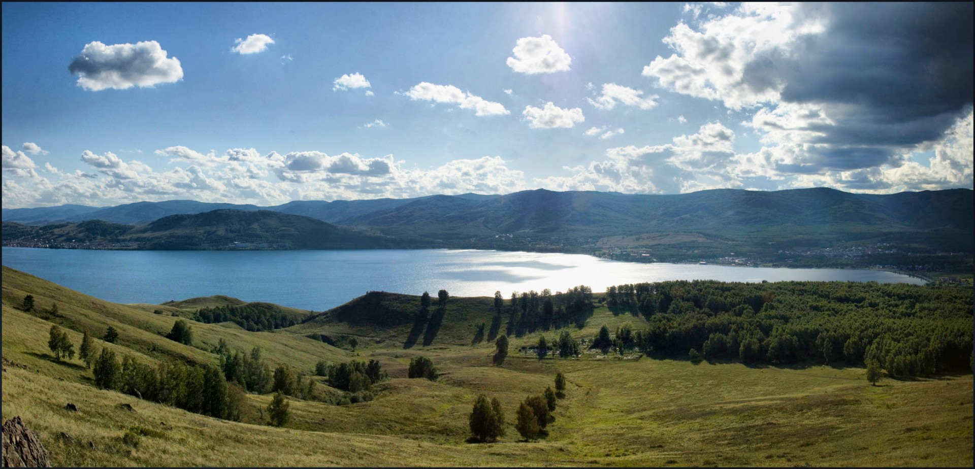 фото с озером и холмами